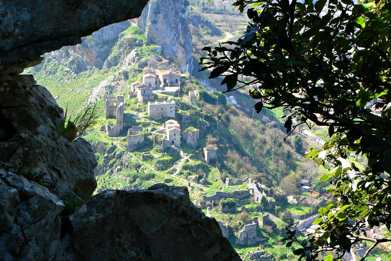 Ruinen von San Severino di Centola im Cilento
