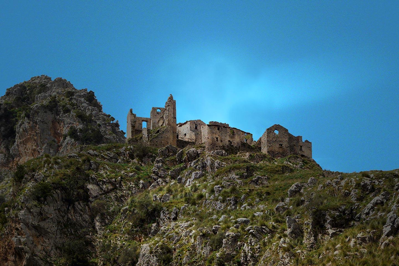 Detail der Ruinen von San Severino im Cilento