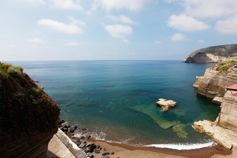 Strand von Cava Grado auf Ischia