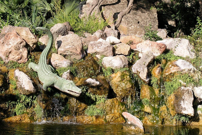 Krokodil und Fisch im Mortella Garten auf Ischia