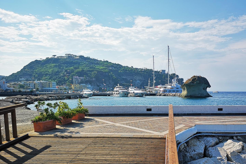 Die Marina von Lacco Ameno auf Ischia