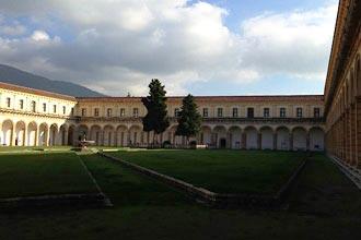 Innenhof der Kartause von Padula im Cilento