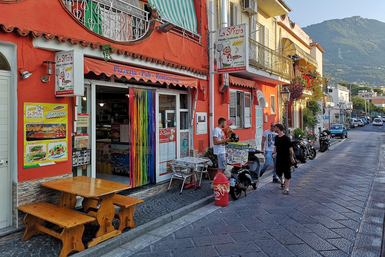 Pizza Essen im Ortsteil Perrone auf Ischia