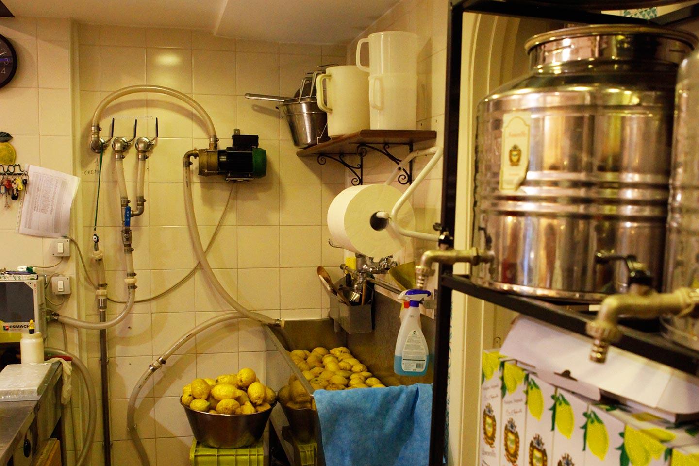 Zitronen waschen in Sorrent