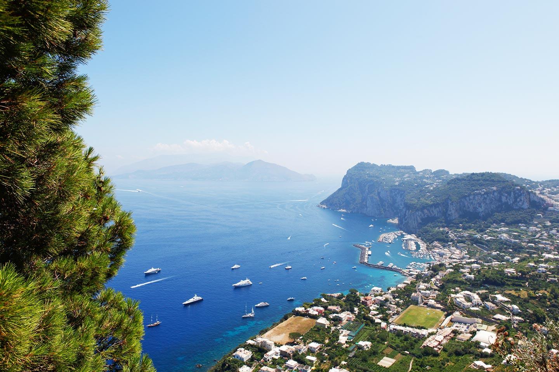 Panorama Richtung Marina Grande auf Capri